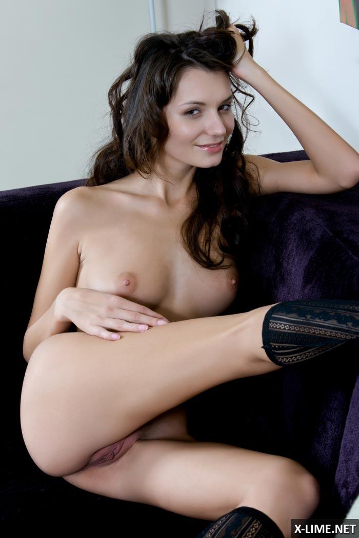 Эротические фото обнаженной модели Лейлы