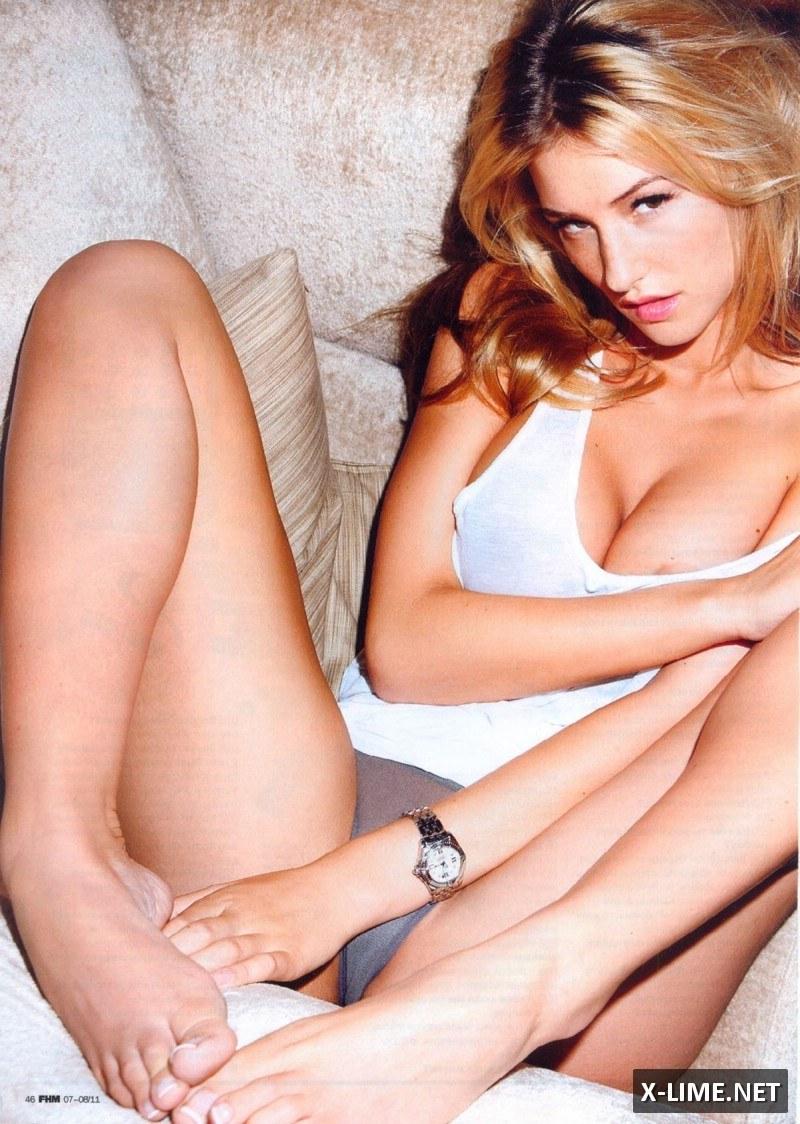 Голая Даника Тралл в откровенной фотосессии журнала FHM