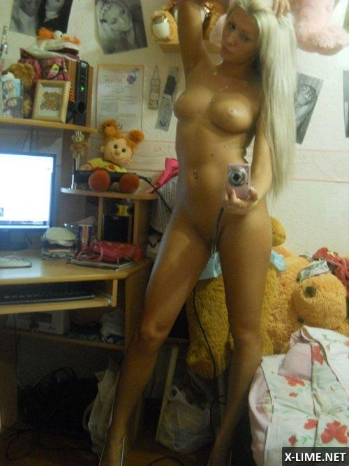 Молодая девушка сфоткала себя перед зеркалом голой фото 93-958
