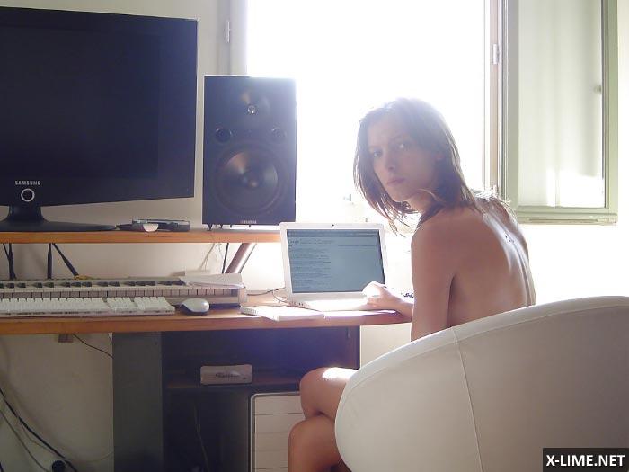 Украденные хакерами из iCloud фото голой Элоди Варле