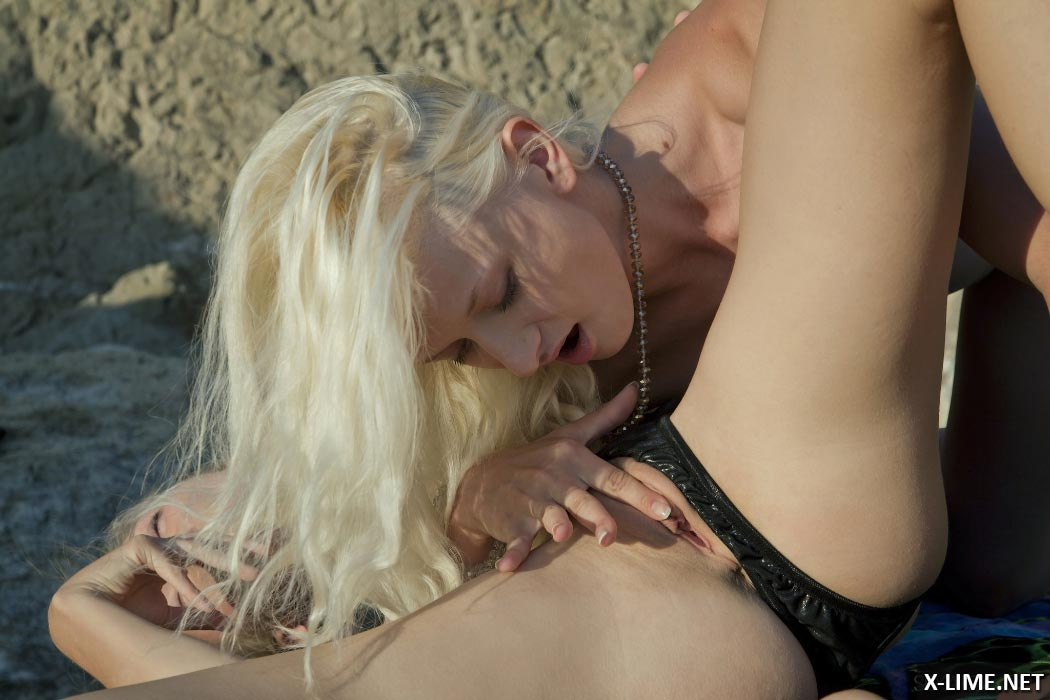 Секс фото молодых лесбиянок на море