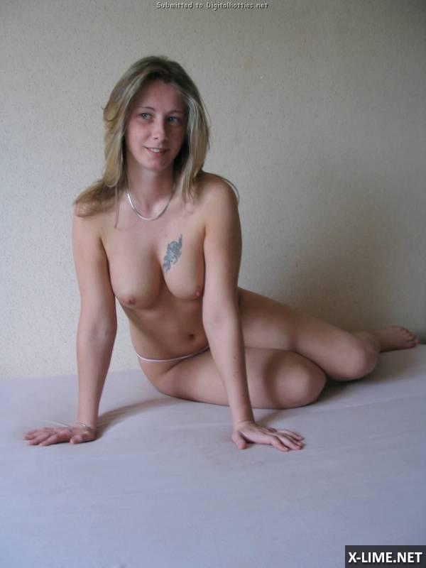 Девушка с татуировкой на груди (10 ФОТО)
