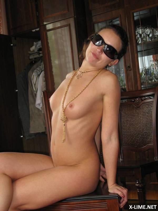 голые в очках частное фото