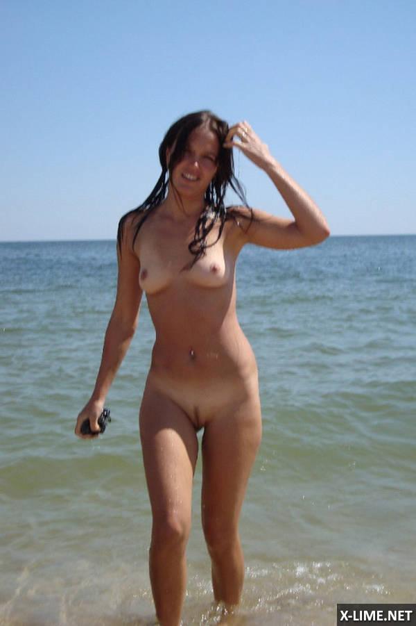 Молодая пара на пляже частное видео фото 729-449