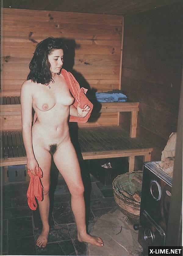 Японка моется в бане порно 3 фотография