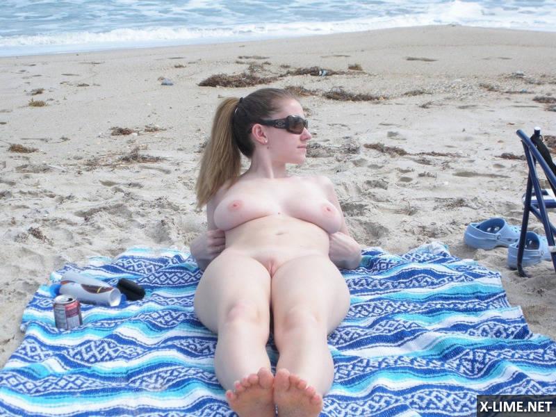 частное фото блондинки на пляже