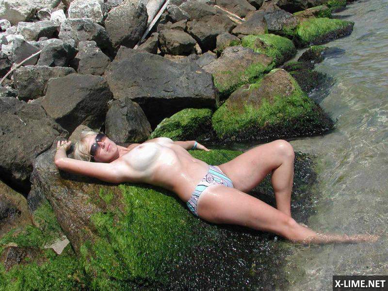 Сисястая жена на пляже фото 378-303