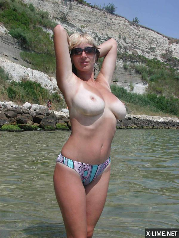 сисястая жена на пляже