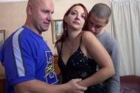 Порно Видео: Double fucked in a threesome