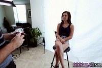 Порно Видео: Молоденькая девка трахнулась с фотографом