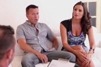 Порно Видео: Big titted MILF takes on two guys