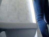 Порно Видео: Скрытая камера девушки писают
