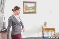 Порно Видео: Девушка делает куни своей начальнице