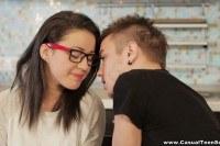 Порно Видео: Сперма на лице девушки в очках
