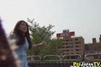 Порно Видео: Молодые японки писают на улице