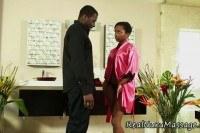 Порно Видео: Негр с негритянкой в ванной