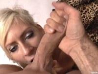 Порно Видео: Обкончал блондинке лицо