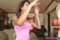 Порно Видео: 18 летняя латинка сосет толстый член