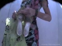 Порно Видео: Скрытая камера в женской раздевалке