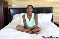 Порно Видео: Кончил на 18 летнюю негритянку