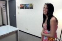 Порно Видео: Ебет молоденькую шлюшку