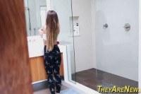 Порно Видео: Голая девушка в душе