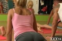 Порно Видео: Йога с молодыми стройными девушками