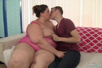 Порно Видео: Fatty beauty gets fucked hard