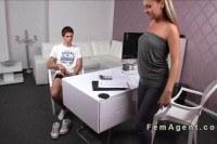 Порно Видео: Молодой парень на кастинге с блондинкой