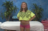 Порно Видео: 18 летняя сучка любит жестко