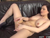 Порно Видео: Big Titties babe enjoys a pussy rubdown