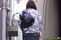 Порно Видео: Азиатки писают на улице
