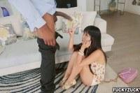 Порно Видео: Худая азиатка и огромный член негра