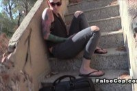 Порно Видео: Трахает девушку с тату на улице