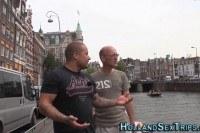 Порно Видео: Парни трахают молодую шлюху в Амстердаме