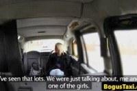 Порно Видео: Ебет зрелую блондинку в такси