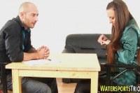 Порно Видео: Девушка любит секс с золотым дождем