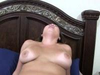 Порно Видео: Трахает пышку азиатку