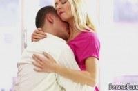 Порно Видео: Трахает гламурную блондинку