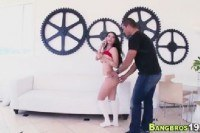 Порно Видео: Девушка разговаривает по телефону и трахается
