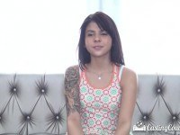 Порно Видео: Симпатичная брюнетка на кастинге