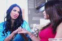 Порно Видео: Мамка учит молодых трахаться