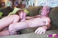 Порно Видео: Старый выебал 18 летнюю сучку