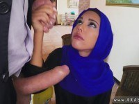 Порно Видео: Арабская красотка отсасывает
