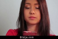 Порно Видео: Молодая брюнетка трахается со старым