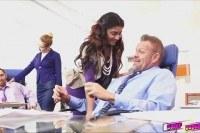 Порно Видео: Боссы трахают молодых секретарш