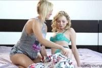 Порно Видео: Оральный секс лесби блондинок