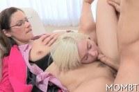 Порно Видео: Explicit threesome thrashing